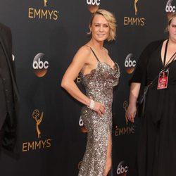 Robin Wright en la alfombra roja de los Emmy 2016