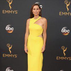 Minnie Driver en la alfombra roja de los Emmy 2016