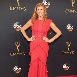 Connie Britton en la alfombra roja de los Emmy 2016
