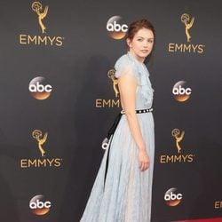 Hannah Murray en la alfombra roja de los Emmy 2016