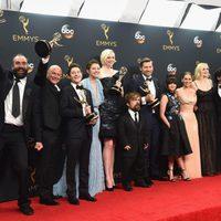 El equipo de 'Juego de Tronos' tras la ceremonia de los Emmy 2016