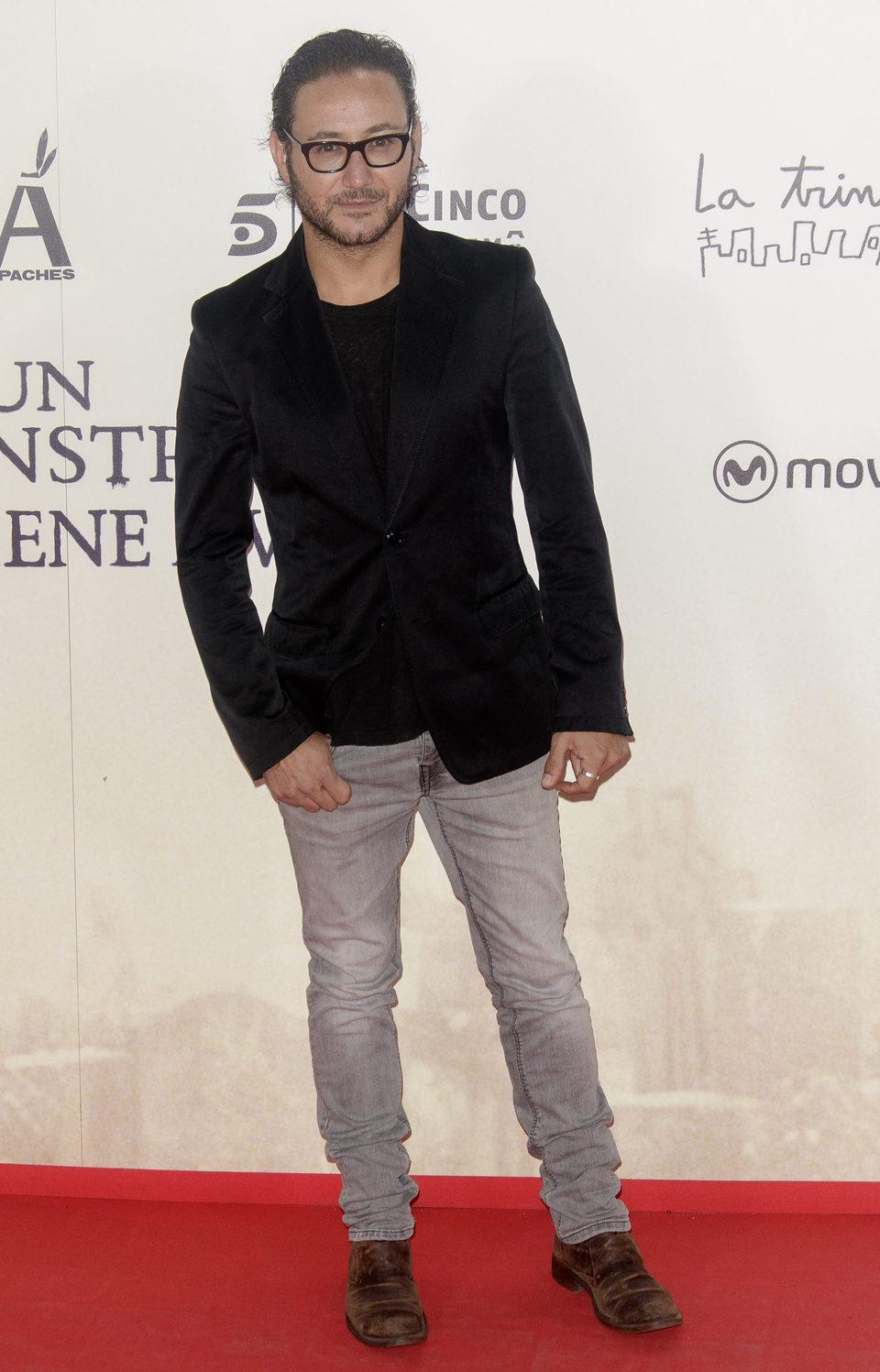 Carlos Santos en la premiere de 'Un monstruo viene a verme'