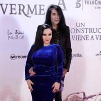 Mario Vaquerizo y Alaska en la premiere de 'Un monstruo viene a verme'
