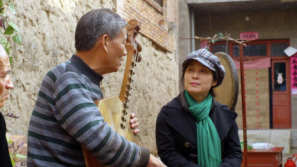 The Music of Strangers, fotograma 2 de 5