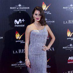 Penélope Cruz brilló con luz propia en la premiere de 'La reina de España'