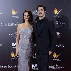 Penélope Cruz y Chino Darín, protagonistas de 'La reina de España