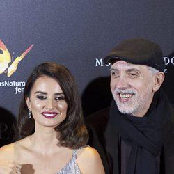 Fernando Trueba y Penélope Cruz juntos en la premiere de 'La reina de España'