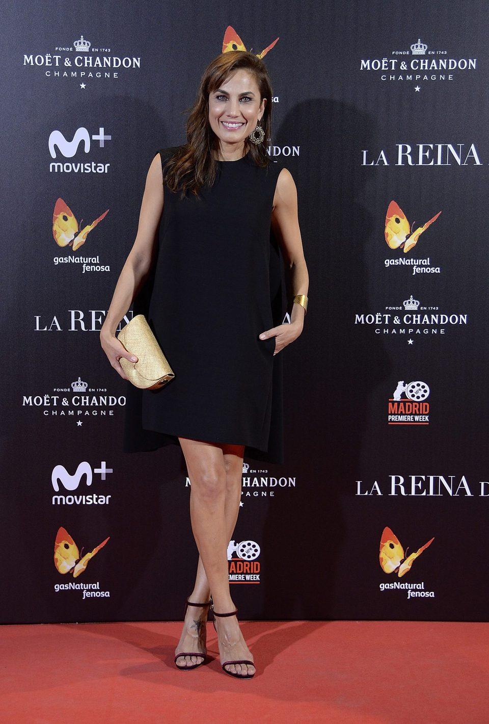 Toni Acosta en la alfombra roja de 'La reina de España'