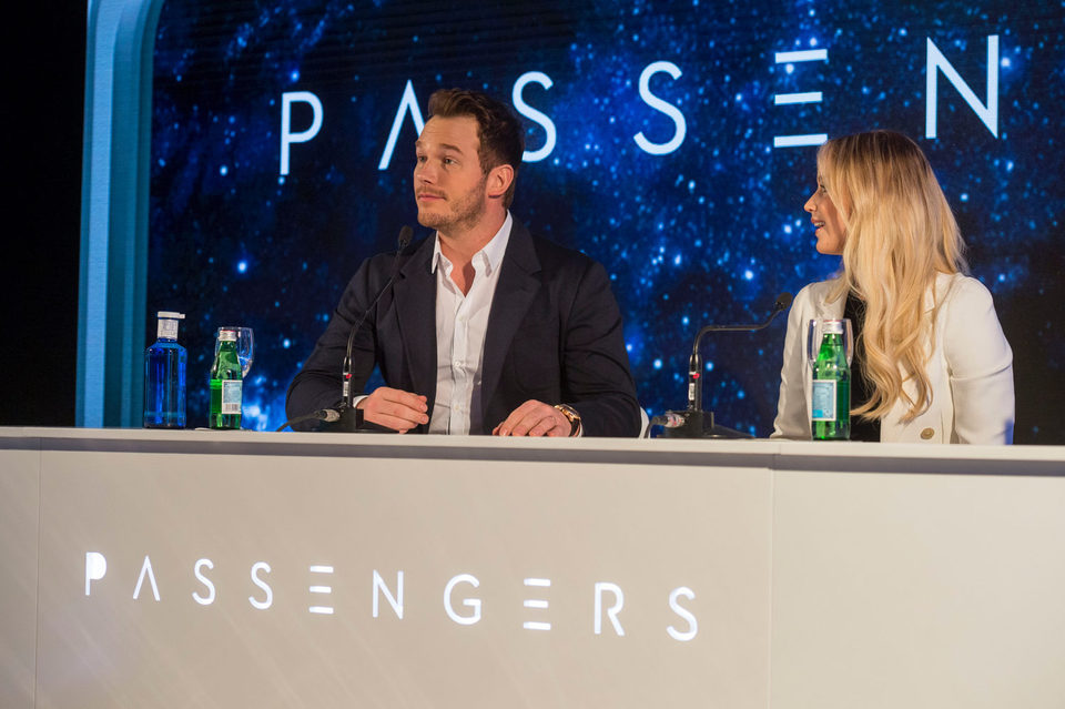 Passengers, fotograma 6 de 17