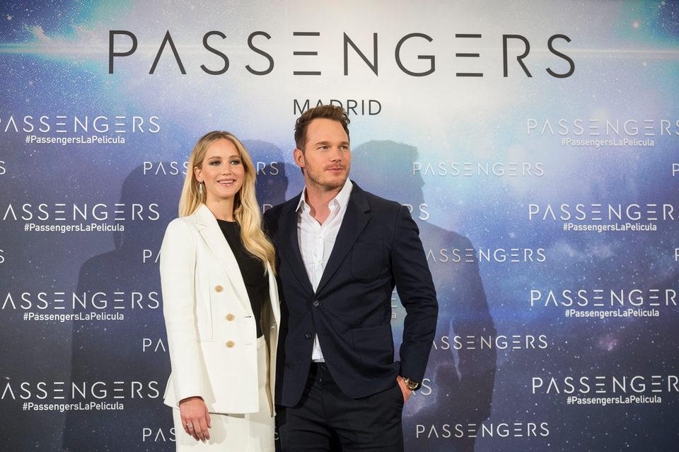 Passengers, fotograma 2 de 17