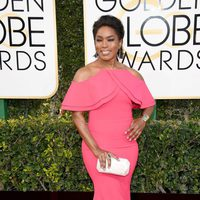 Angela Bassett at Golden Globes 2017 red carpet