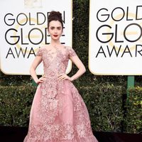 Lily Colins at Golden Globes 2017 red carpet