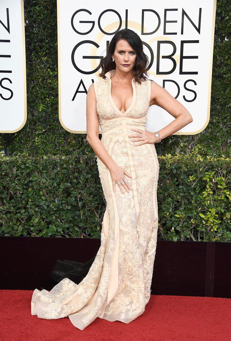 Amy Landecker en la alfombra roja de los Globos de Oro 2017
