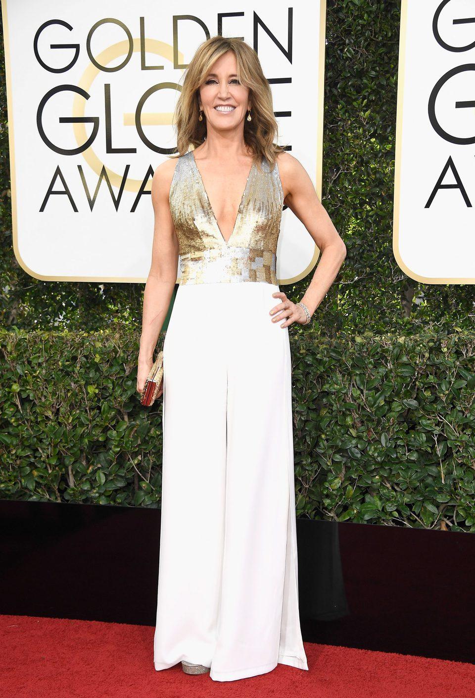 Felicity Huffman en la alfombra roja de los Globos de Oro 2017