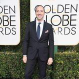 Tony Hale posa en la alfombra roja de los Globos de Oro 2017