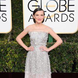 Millie Bobby Brown en la alfombra roja de los Globos de Oro 2017