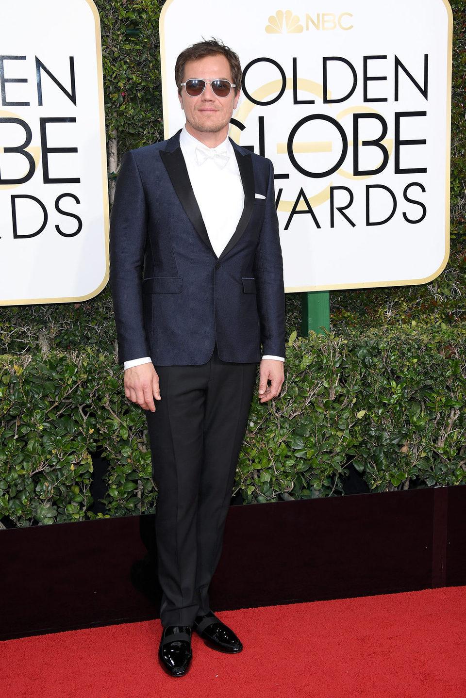 Michael Shannon posa en la alfombra roja de los Globos de Oro 2017