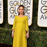 Natalie Portman at Golden Globes 2017 red carpet