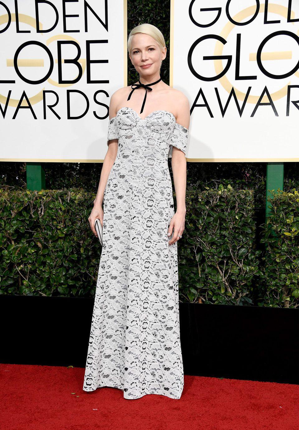 Michelle Williams en la alfombra roja de los Globos de Oro 2017