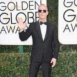 Michael Keaton posa en la alfombra roja de los Globos de Oro 2017