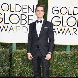 Matt Bomer posa en la alfombra roja de los Globos de Oro 2017