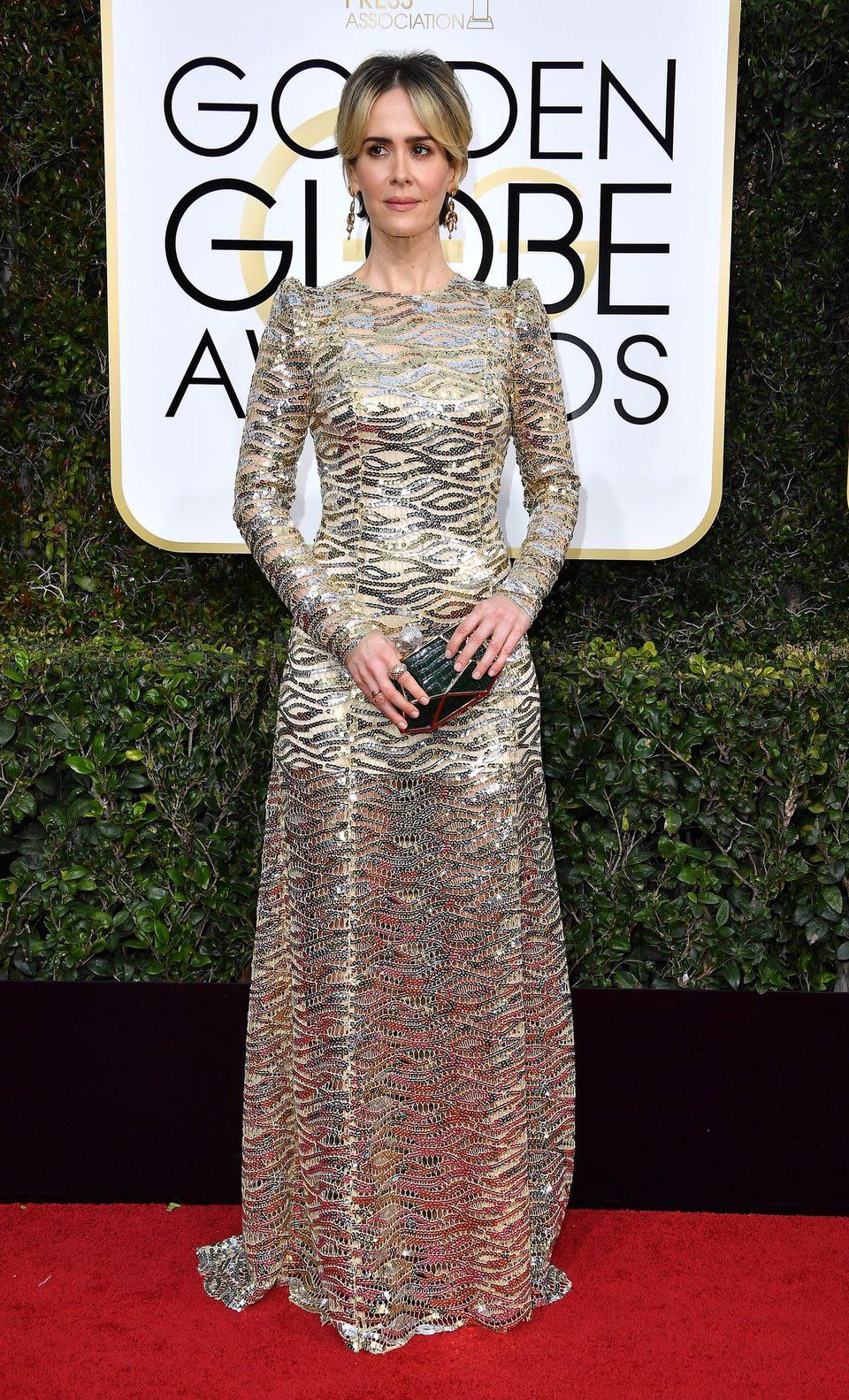 Sarah Paulson en la alfombra roja de los Globos de Oro 2017