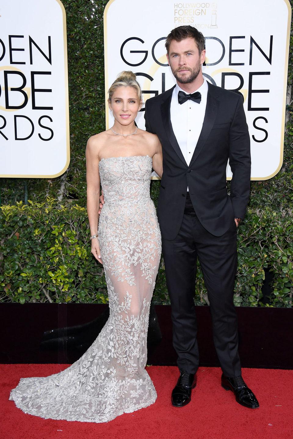 Chris Hemsworth y Elsa Pataky posan en la alfombra roja de los Globos de Oro 2017