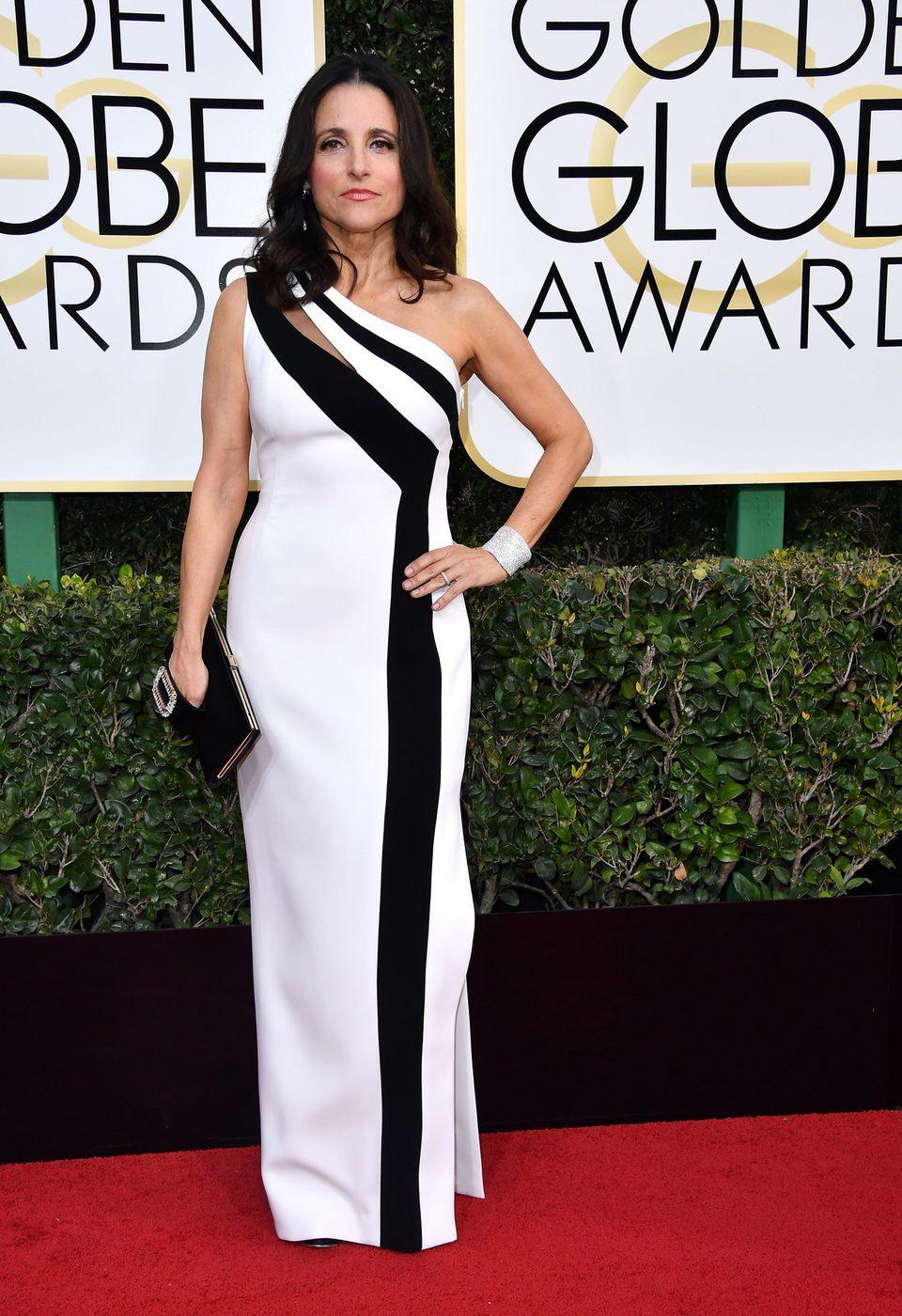 Julia Louis-Dreyfus en la alfombra roja de los Globos de Oro 2017