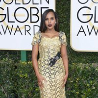 Kerry Washington at Golden Globes 2017 red carpet