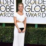 Sienna Miller en la alfombra roja de los Globos de Oro 2017