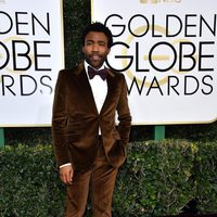 Donald Glover at Golden Globes 2017 red carpet