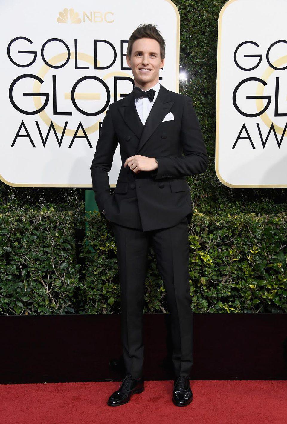 Eddie Redmayne en la alfombra roja de los Globos de Oro 2017