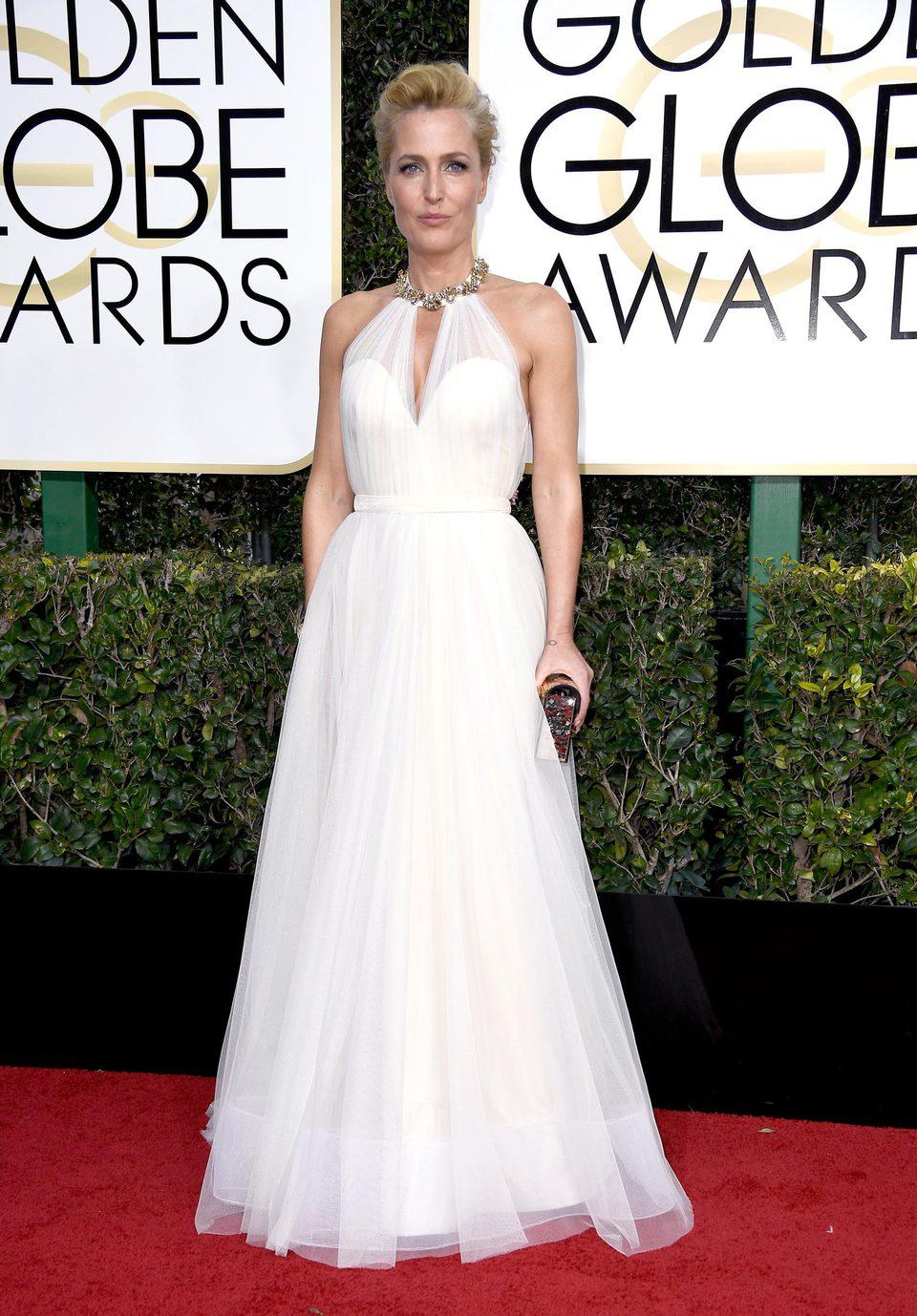 Gillian Anderson en la alfombra roja de los Globos de Oro 2017