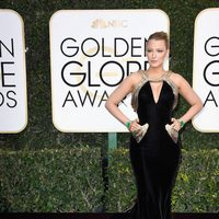 Blake Lively at Golden Globes 2017 red carpet