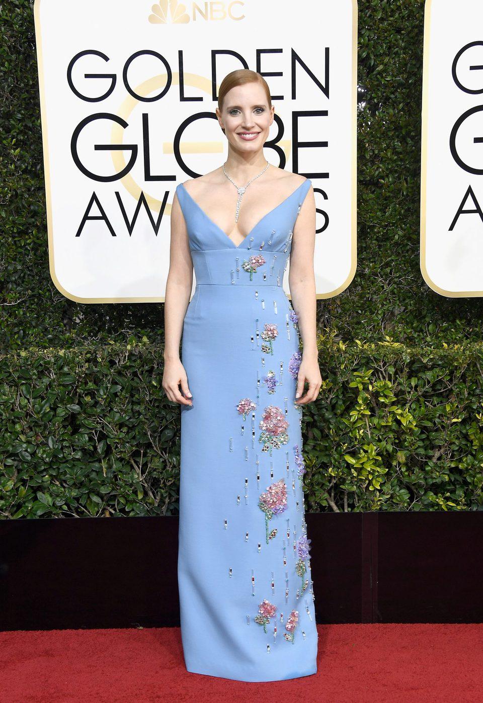 Jessica Chastain en la alfombra roja de los Globos de Oro 2017