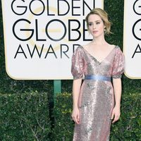 Claire Foy at Golden Globes 2017 red carpet