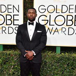 Trevante Rhodes en la alfombra roja de los Globos de Oro 2017