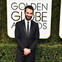 Jay Duplass at Golden Globes 2017 red carpet