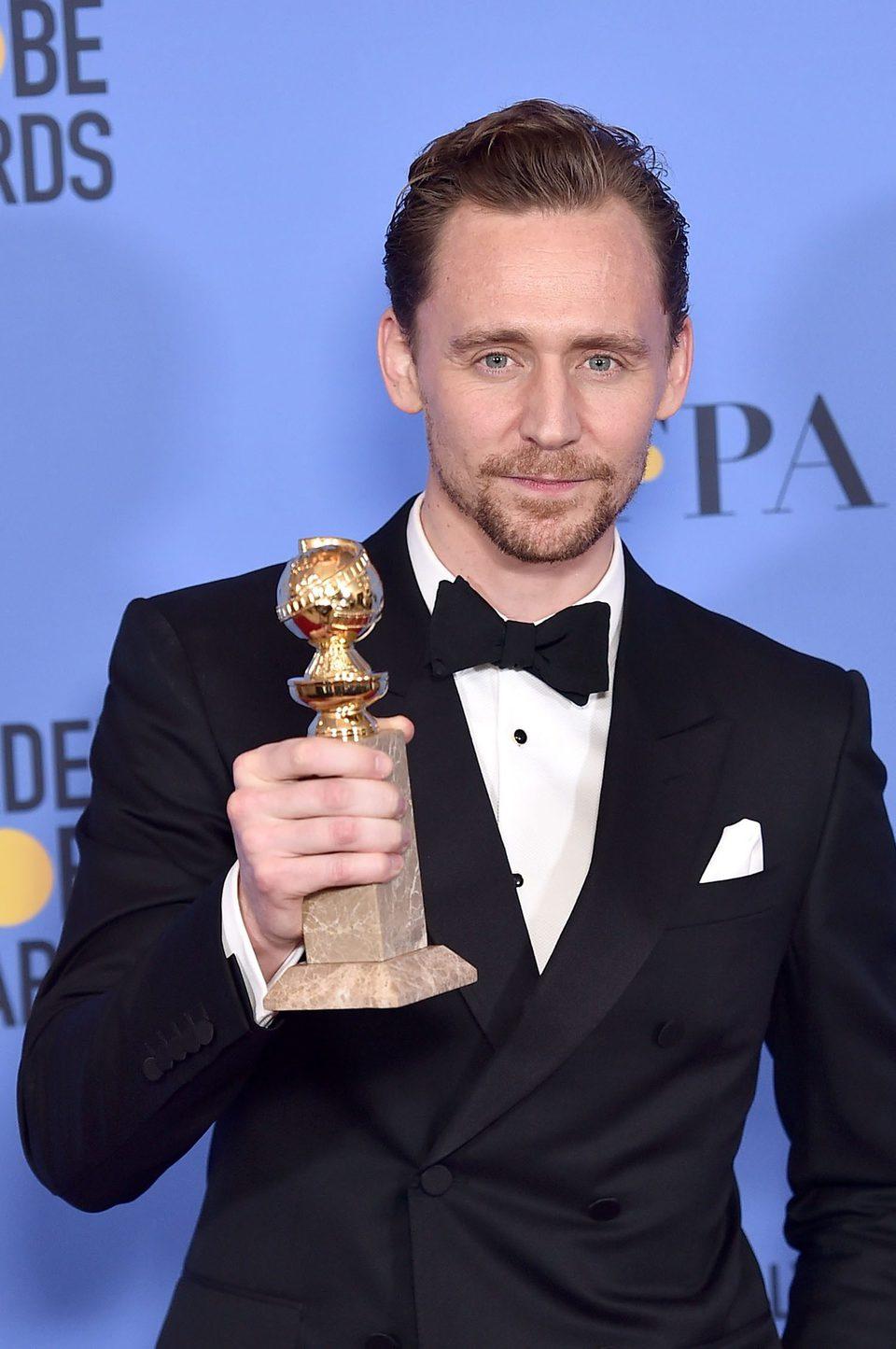 Tom Hiddleston tras la ceremonia de los Globos de Oro 2017