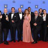 El equipo de 'American Crime Story' tras la ceremonia de los Globos de Oro 2017
