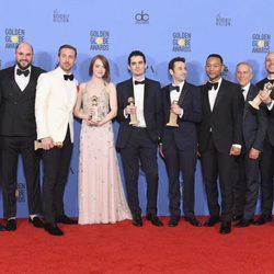 El equipo de 'La ciudad de las estrellas: La La Land' tras la ceremonia de los Globos de Oro 2017