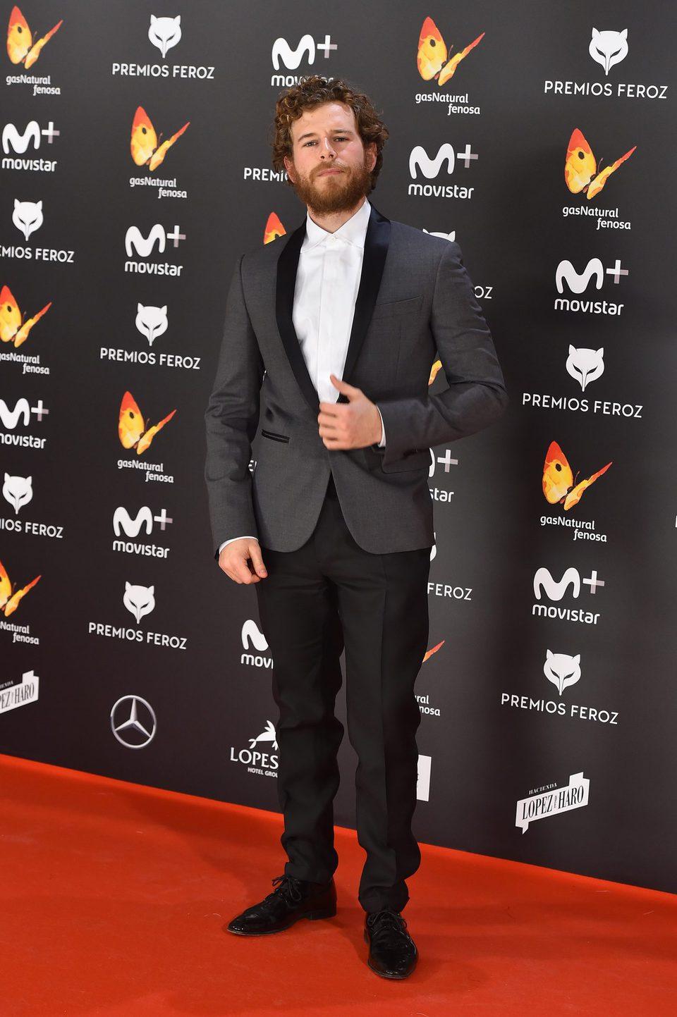 Álvaro Cervantes en la alfombra roja de los Premios Feroz 2017