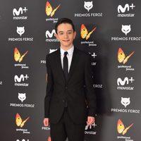 Lewis MacDougal en la alfombra roja de los Premios Feroz 2017
