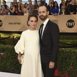Natalie Portman y Benjamin Millepied en la alfombra roja de los SAG Awards 2017
