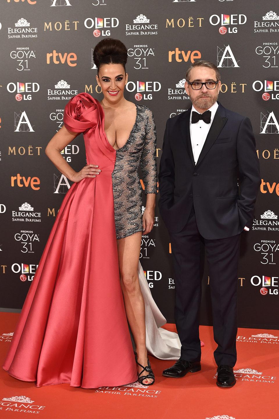 Cristina Rodríguez y su acompañante en la alfombra de los Premios Goya 2017