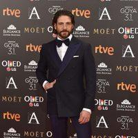 El actor Félix Gómez en la alfombra roja de los Premios Goya 2017