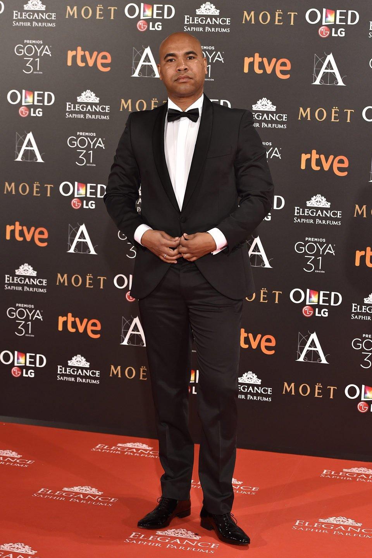 El director Santiago Zannou en la alfombra roja de los Premios Goya 2017