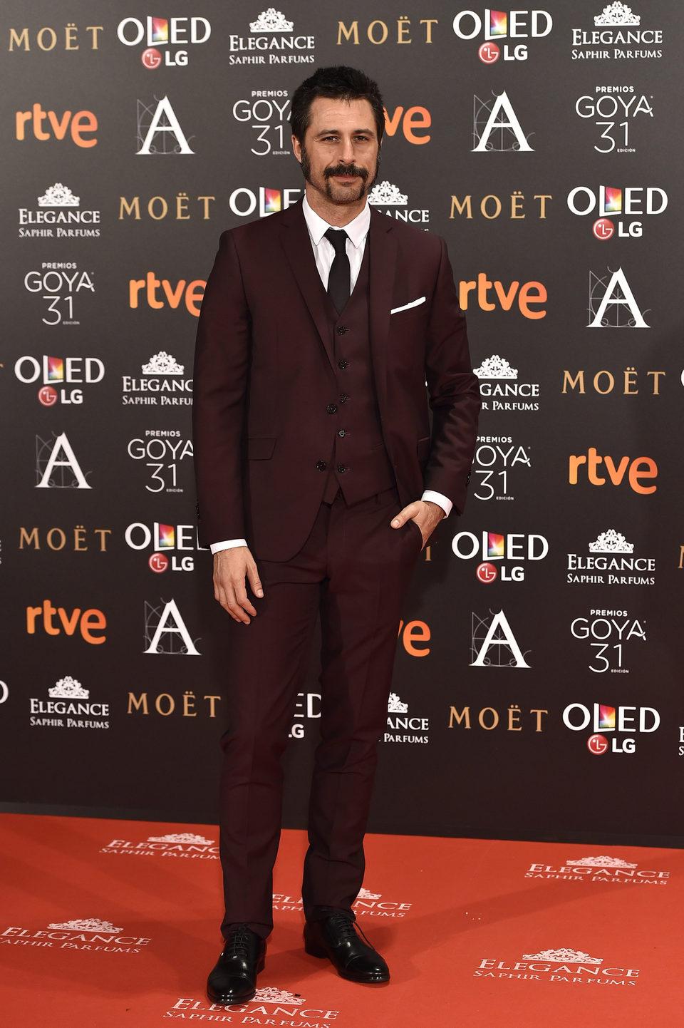 Hugo Silva, actor de la serie 'El ministerio del tiempo', en la alfombra roja de los premios Goya 2017