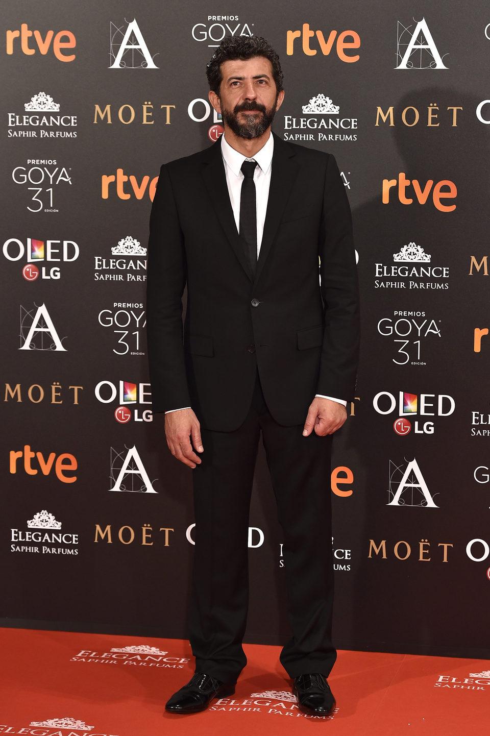 Alberto Rodríguez , el director de 'El hombre de las mil caras', en la alfombra roja de los premios Goya 2017