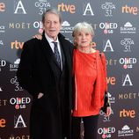 José Manuel Cervino y su acompañante en la alfombra roja de los premios Goya 2017